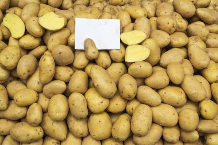 aardappelen rauwe groenten voedsel patroon in open markt