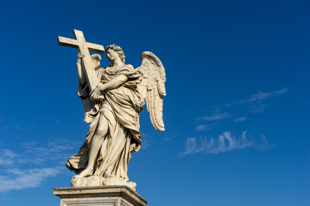 Bernini's marble statue of an angel with cross from the Sant'Angelo Bridge in Rome, Italy Imagens - 120225537