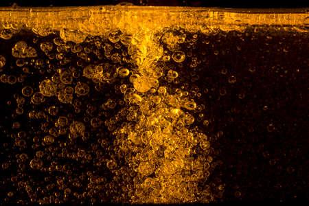 パームの oill は、水のスタジオで撮影中に注がれています。