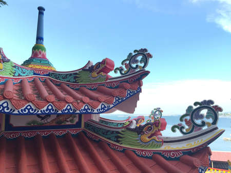 architecture: Rooftop Chinese temple.