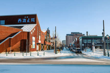Hakodate, Hokkaido - December 2019 : Landmark of Hakodate, Japan cityscape at the historic Red Brick Warehouses. During Winter in the morning with snow on ground 免版税图像