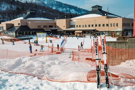 Area of Kiroro ski resort. Skiers and Snowboarders Ride the Gondola at Kiroro Ski Resort during winter with fully of snow ground in Hokkaido, Japan. 免版税图像 - 156609189