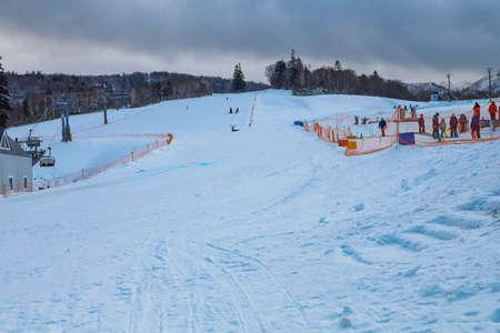 Area of Kiroro ski resort. Skiers and Snowboarders Ride the Gondola at Kiroro Ski Resort during winter with fully of snow ground in Hokkaido, Japan. 免版税图像 - 156609146