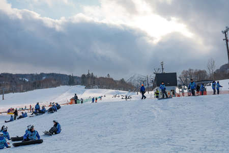 Hokkaido, Japan - December 2019 : Skiers and Snowboarders in Area of Kiroro ski resort, Hokkaido, Japan. Kiroro Ski Resort is a beautiful place to ski in Japan. 新闻类图片