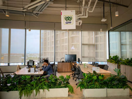 Bangkok, Thailand - June 2020 : Area of True digital park Co-Working Space on social distancing with luxury comfortable design for work as free and relax. Concept of creative cooperate work space. 免版税图像 - 157305794