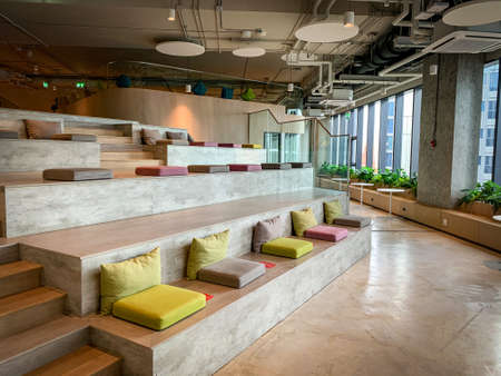 Bangkok, Thailand - June 2020 : Area of True digital park Co-Working Space on social distancing with luxury comfortable design for work as free and relax. Concept of creative cooperate work space. 免版税图像 - 157305798