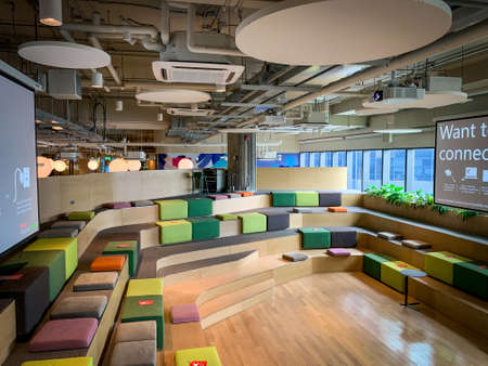 Bangkok, Thailand - June 2020 : Area of True digital park Co-Working Space on social distancing with luxury comfortable design for work as free and relax. Concept of creative cooperate work space. 免版税图像 - 157305801