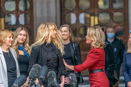 LONDON, ENGLAND - JULY 28, 2020: Amber Heard making a press statement outside the Royal Court of Justice in the Johnny Depp defamation libel Trial against The Sun Newspaper - 648 Éditoriale