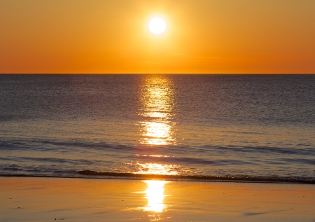 Amazing sunset over the German North Sea, shot from a beach on Sylt island Imagens