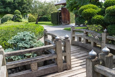 seepark: Wooden bridge and walkway in a beatiful Japanese garden Stock Photo