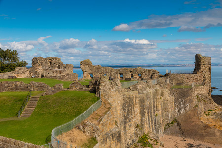 andrews: Famous medieval castle on the cliffs of St. Andrews at the east coast of Scotland Stock Photo