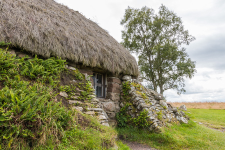 the jacobite: Eighteenth century thatch roof stone cottage on the famous battlefield of Culloden, Scotland