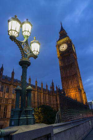 westminster bridge: World famous clock tower of the British Houses of Parliament, nicknamed Big Ben, as seen from Westminster Bridge at night