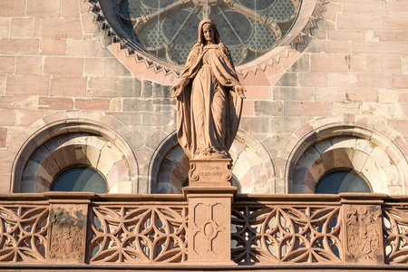 freiburg: Statue of Lady Mary outside world famous Freiburg Muenster cathedral, a medieval church in the city of Freiburg, Germany, at the edge of the Black Forest
