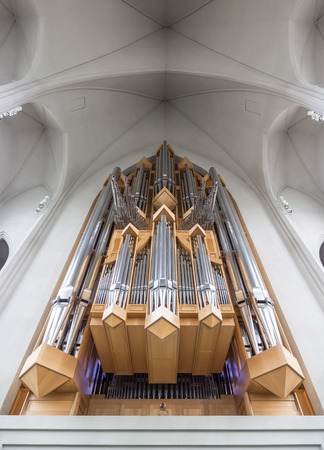 pipe organ: Pipe organ of world famous Hallgrimskirkja in the city centre of Reykjavik, Iceland