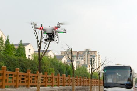 上海、中国-4 月 30、デジタル カメラ GoPro HERO4 2015:Flying ドローン quadcopter Dji ファントム 2。 報道画像