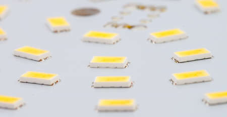 leds: SMD LED en la tarjeta de circuitos impresos de aluminio como fondo