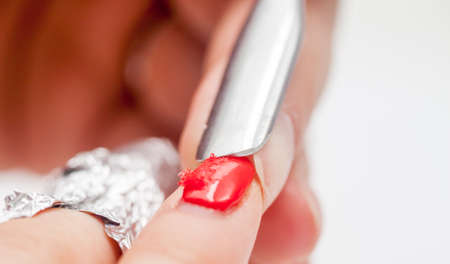 shellac: red shellac manicure peeling with foil at home