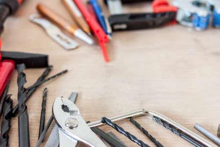 흑인과 백인 많은 도구들이 엉망으로 스톡 콘텐츠