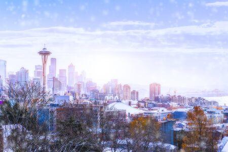 スペース針朝の光、シアトル ダウンタウンでの撮影ケリーパーク視点から冬、ワシントン、アメリカ合衆国。