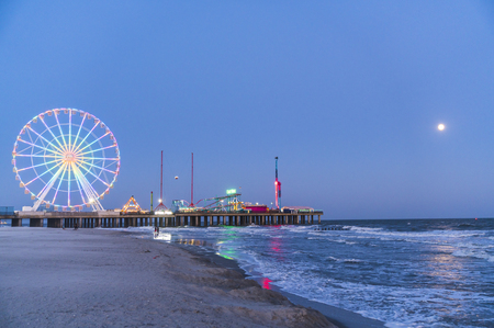 steel pier with reflection at night,Atlantic city,new jersey,usa. Stockfoto