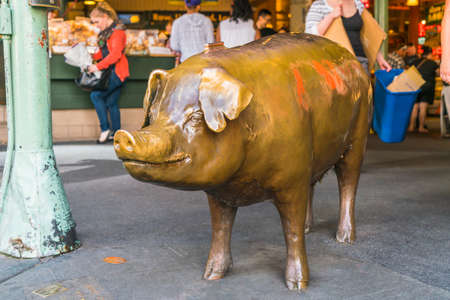 bronze pig at pike place market,Seattle,Washington,usa.-for editorial use only. Éditoriale