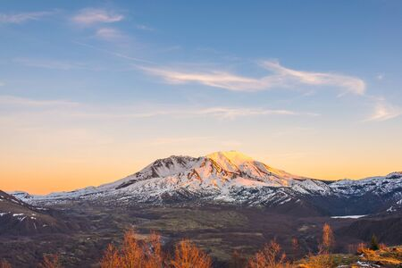 scenic view of mt st Helens with snow covered  in winter when sunset ,Mount St. Helens National Volcanic Monument,Washington,usa. Фото со стока