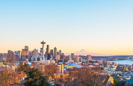 scenic view Seattle cityscape in the sunset time,Washington,USA.  -shoot in 12/31/2015 -editorial use only. Foto de archivo
