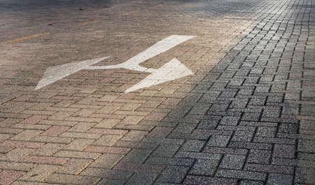 cruce de caminos: señal de cruce en el camino