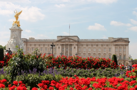 Buckingham Palace With Flowers Blooming In The Queen s Garden, L - Stock Photo