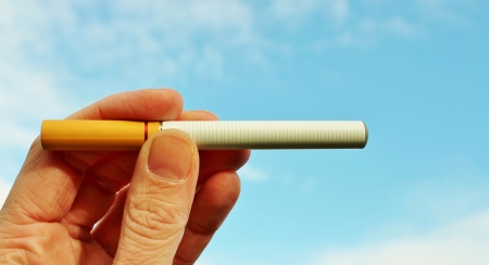 electronic cigarette: Electronic cigarette battery powered vapour ecigarettes with sky