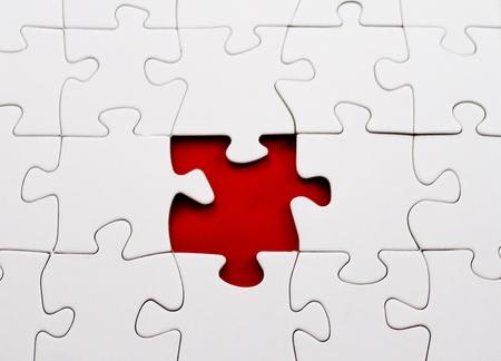 missing piece: blanco rompecabezas pieza faltante en rojo
