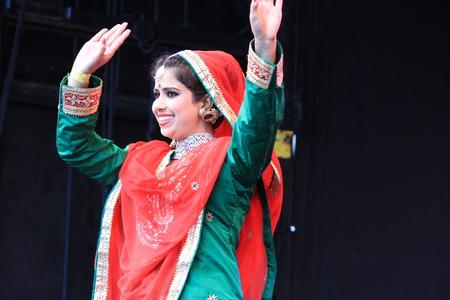Londen, Verenigd Koninkrijk. 16 oktober, 2016. De burgemeester van Londen Festival Van Dewali performers en schermen bij Trafalgar Square
