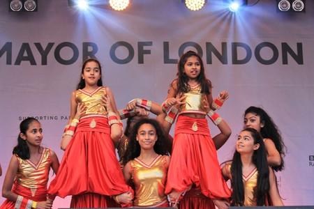 divali: London, UK. 16th October, 2016. The Mayor of London Festival Of Dewali performers and scenes at Trafalgar Square