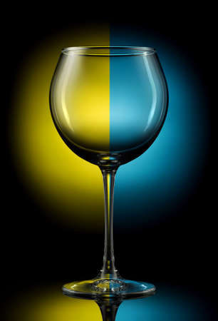 bocal: Empty wine glass on a color background.