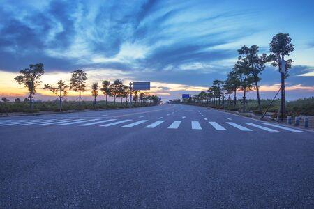 Burning asphalt road under the clouds in the evening 版權商用圖片
