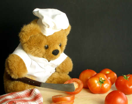 Teddy bear is slicing tomatoes. Don't cut your fingers Teebee!