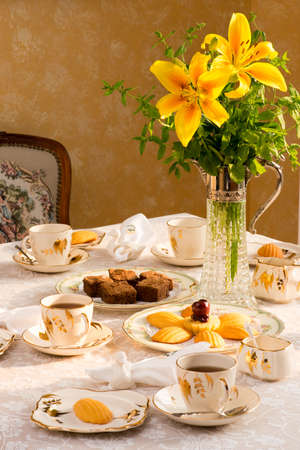 the madeleine: Summer time dinner table setting Tablescaping. Bird shaped napkin rings. Warm late afternoon sunlight. Antique English teacups and plates from 1940s. Madeleine cake, brownie.