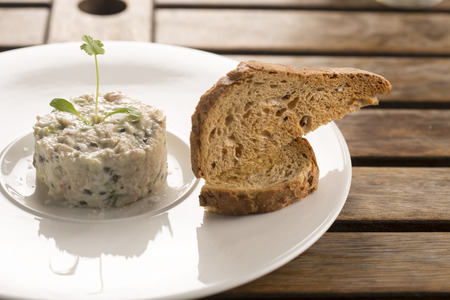 alcaparrones: Crab mayonnaise with capers, parsley & tarragon & toasted sourdough Foto de archivo
