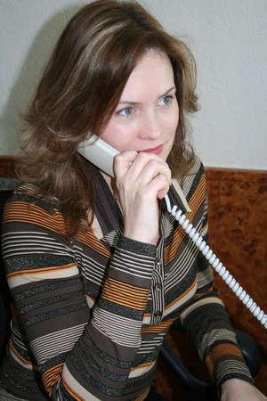 relaciones laborales: mujer y tel�fono