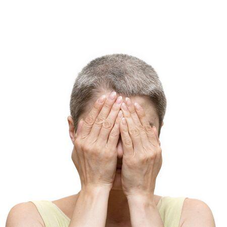 Portret kobiety z twarzą zamknięte przez ręce, izolowane na białym Zdjęcie Seryjne