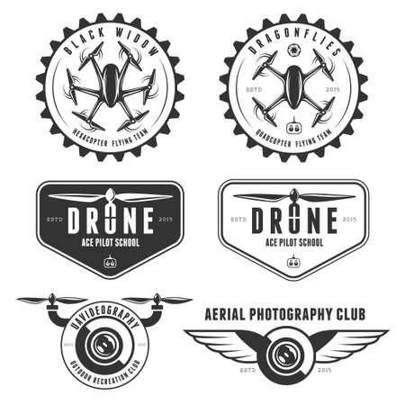 無人機の飛行クラブのラベル、バッジおよびデザイン要素のベクトルを設定します。