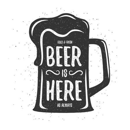 Vintage bier druk. T-shirt, poster ontwerp. Koud en vers bier is hier altijd. Vector illustratie.
