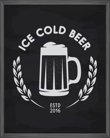 氷の冷たいビールのポスター。黒板背景にパブのエンブレム。創造的なビールを手作り関連組成です。ベクトル ビンテージ イラスト。