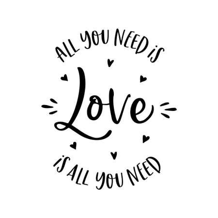 Tutto ciò di cui hai bisogno è l'amore disegnato a mano lettering abbigliamento t-shirt design. Illustrazione vettoriale vintage