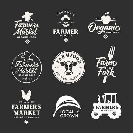 Insieme di distintivi degli emblemi delle etichette del mercato degli agricoltori. Illustrazione vettoriale vintage.