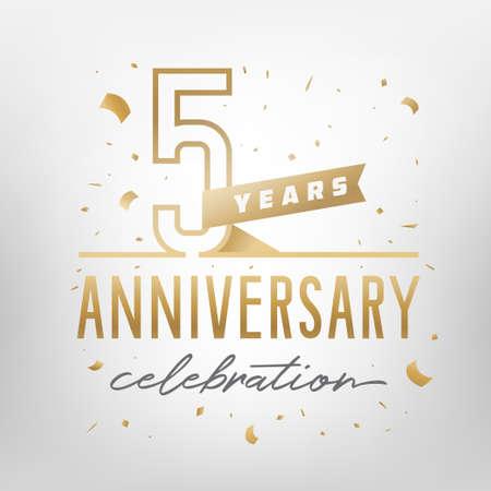 Modello dorato di celebrazione del quinto anniversario. Numeri in oro lucido con coriandoli intorno. Illustrazione vettoriale. Vettoriali