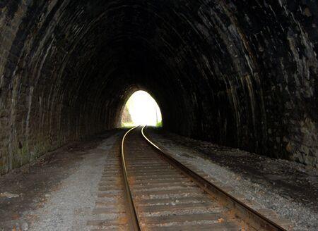 quietude: Abandoned stone tunnel  Imagens