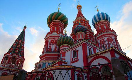 red square moscow: C�pula del templo de San Basilio, la Plaza Roja. Mosc�, Rusia. Crep�sculo.  Foto de archivo
