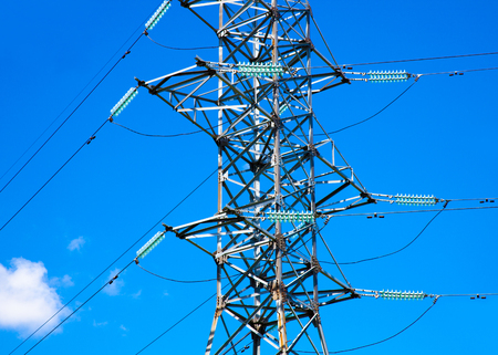 Electricity pylon. Electric power line against blue sky. Stockfoto - 106753352
